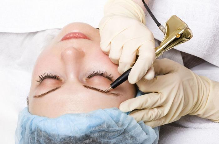 При выполнении перманентного макияжа должна соблюдаться стерильность