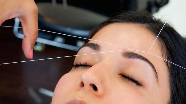 Процедура выщипывания волосков нитью